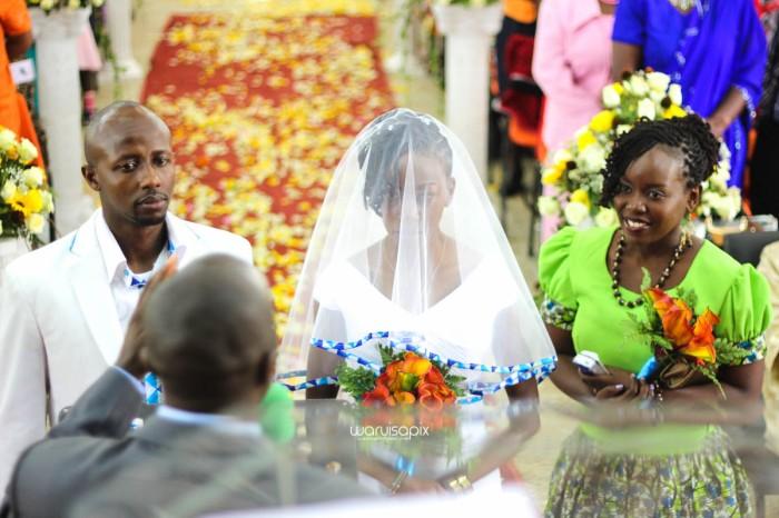 top kenyan wedding photographer waruisapix extreme fun unposed sponteneous photos of bridal party in african wear -33