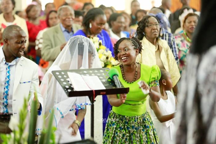top kenyan wedding photographer waruisapix extreme fun unposed sponteneous photos of bridal party in african wear -40