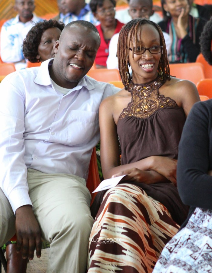 top kenyan wedding photographer waruisapix extreme fun unposed sponteneous photos of bridal party in african wear -50