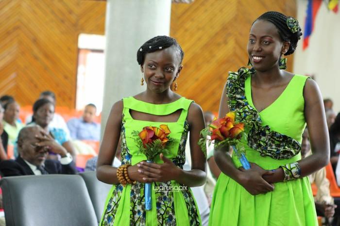 top kenyan wedding photographer waruisapix extreme fun unposed sponteneous photos of bridal party in african wear -52