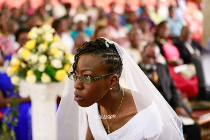 top kenyan wedding photographer waruisapix extreme fun unposed sponteneous photos of bridal party in african wear -53