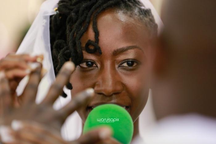 top kenyan wedding photographer waruisapix extreme fun unposed sponteneous photos of bridal party in african wear -60
