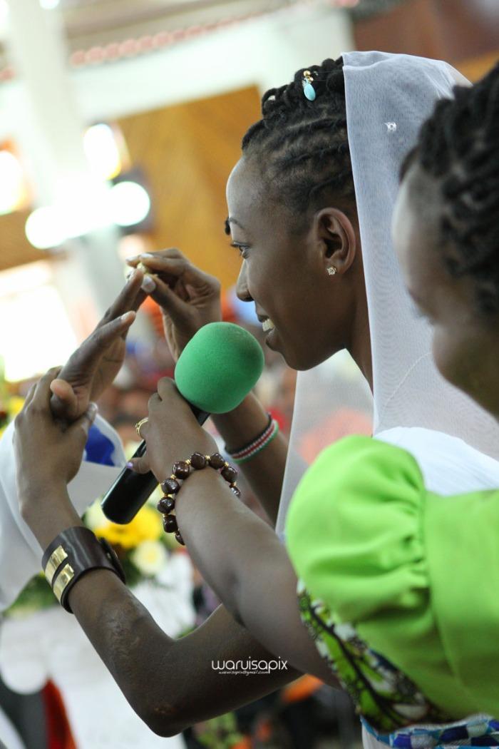 top kenyan wedding photographer waruisapix extreme fun unposed sponteneous photos of bridal party in african wear -63