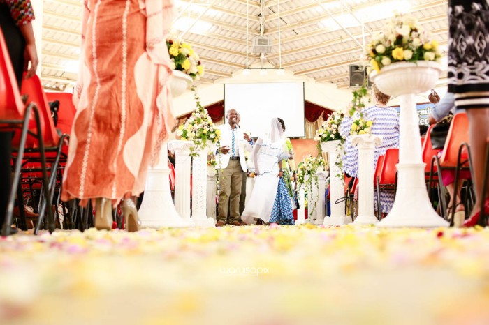 top kenyan wedding photographer waruisapix extreme fun unposed sponteneous photos of bridal party in african wear -67