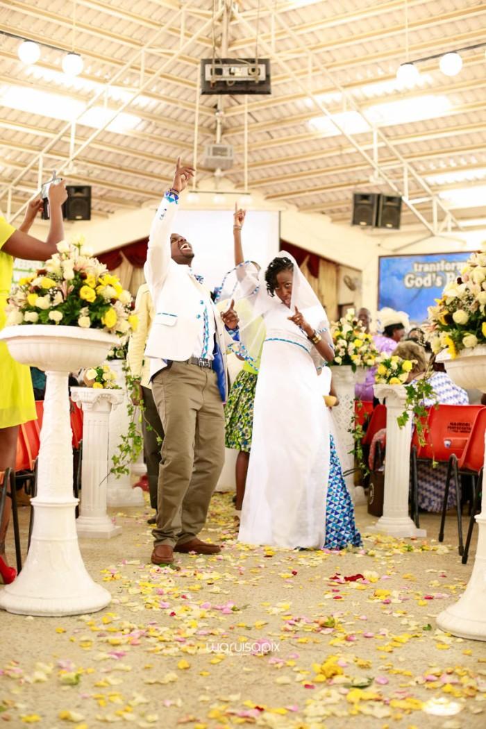 top kenyan wedding photographer waruisapix extreme fun unposed sponteneous photos of bridal party in african wear -68
