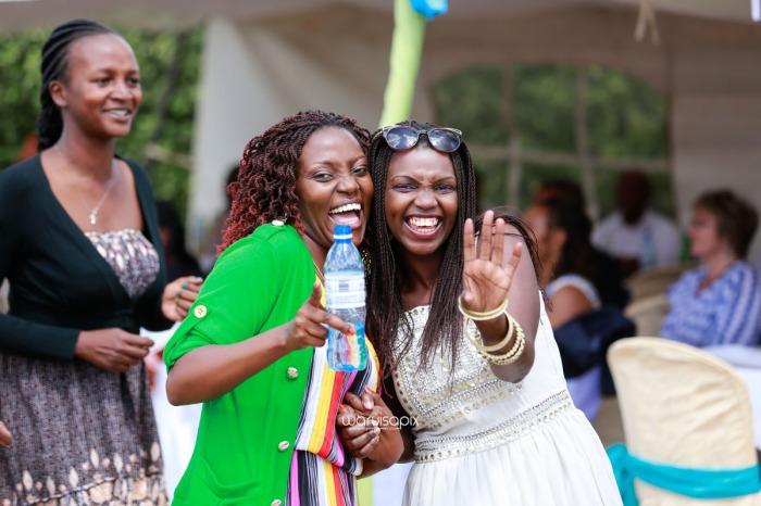 top kenyan wedding photographer waruisapix extreme fun unposed sponteneous photos of bridal party in african wear -71