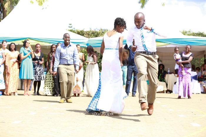 top kenyan wedding photographer waruisapix extreme fun unposed sponteneous photos of bridal party in african wear -75