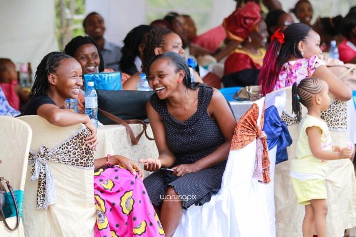 top kenyan wedding photographer waruisapix extreme fun unposed sponteneous photos of bridal party in african wear -76