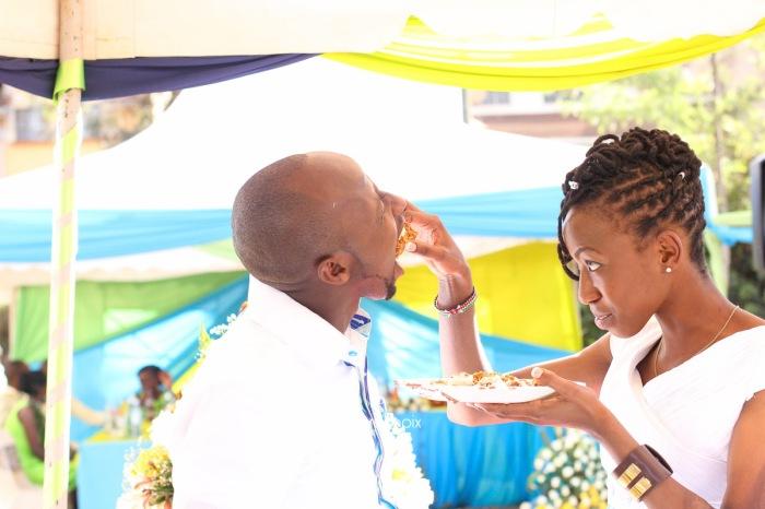 top kenyan wedding photographer waruisapix extreme fun unposed sponteneous photos of bridal party in african wear -94