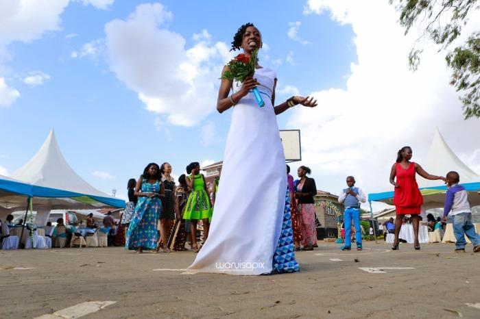 top kenyan wedding photographer waruisapix extreme fun unposed sponteneous photos of bridal party in african wear -95