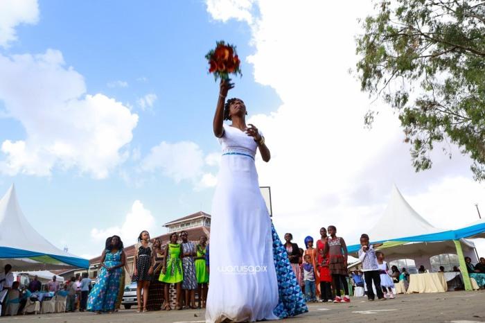 top kenyan wedding photographer waruisapix extreme fun unposed sponteneous photos of bridal party in african wear -96
