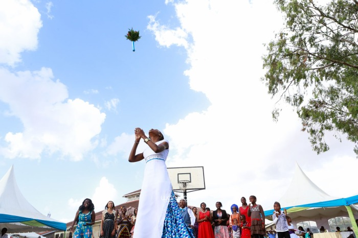 top kenyan wedding photographer waruisapix extreme fun unposed sponteneous photos of bridal party in african wear -97
