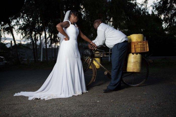top kenyan wedding photographer waruisapix in karen at a curio shop-103