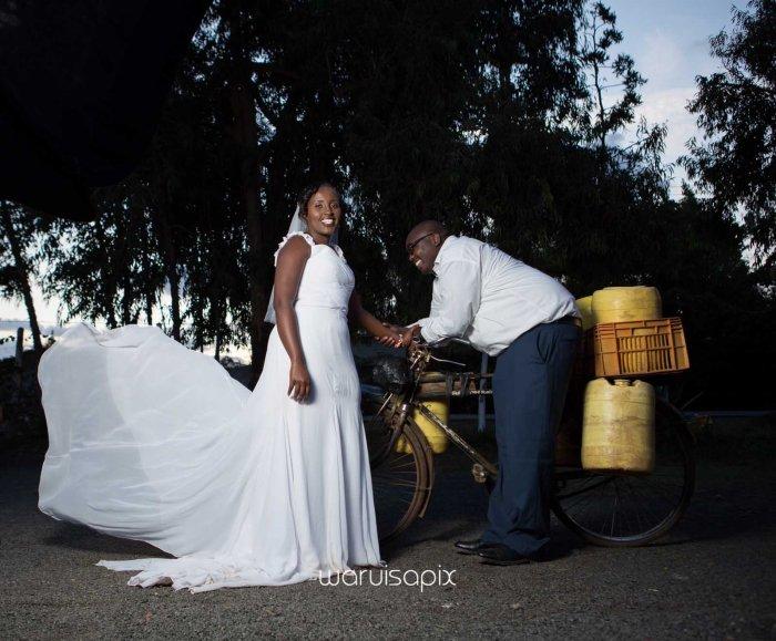 top kenyan wedding photographer waruisapix in karen at a curio shop-106