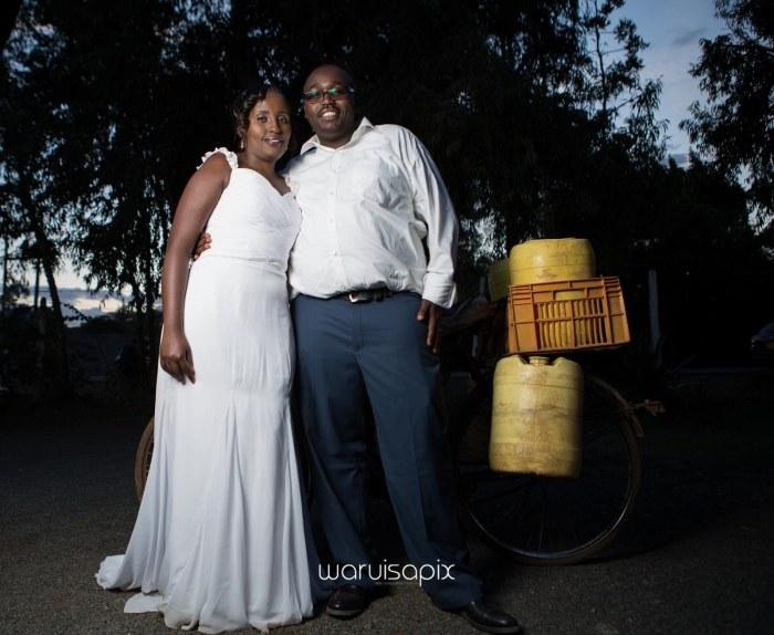 top kenyan wedding photographer waruisapix in karen at a curio shop-109