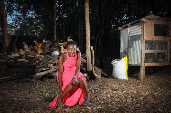 top kenyan wedding photographer waruisapix in karen at a curio shop-110