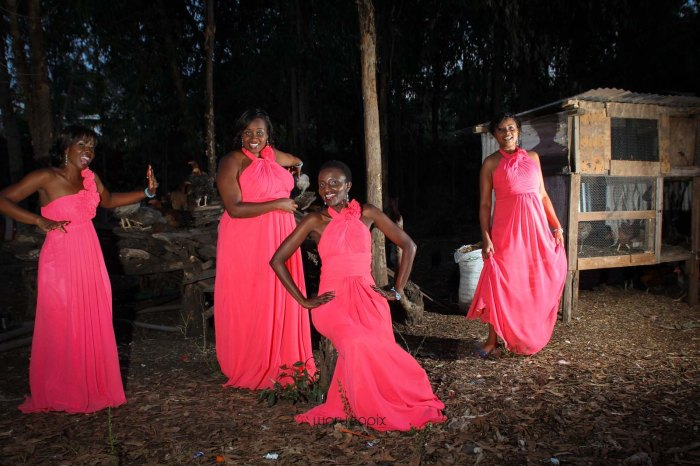 top kenyan wedding photographer waruisapix in karen at a curio shop-111