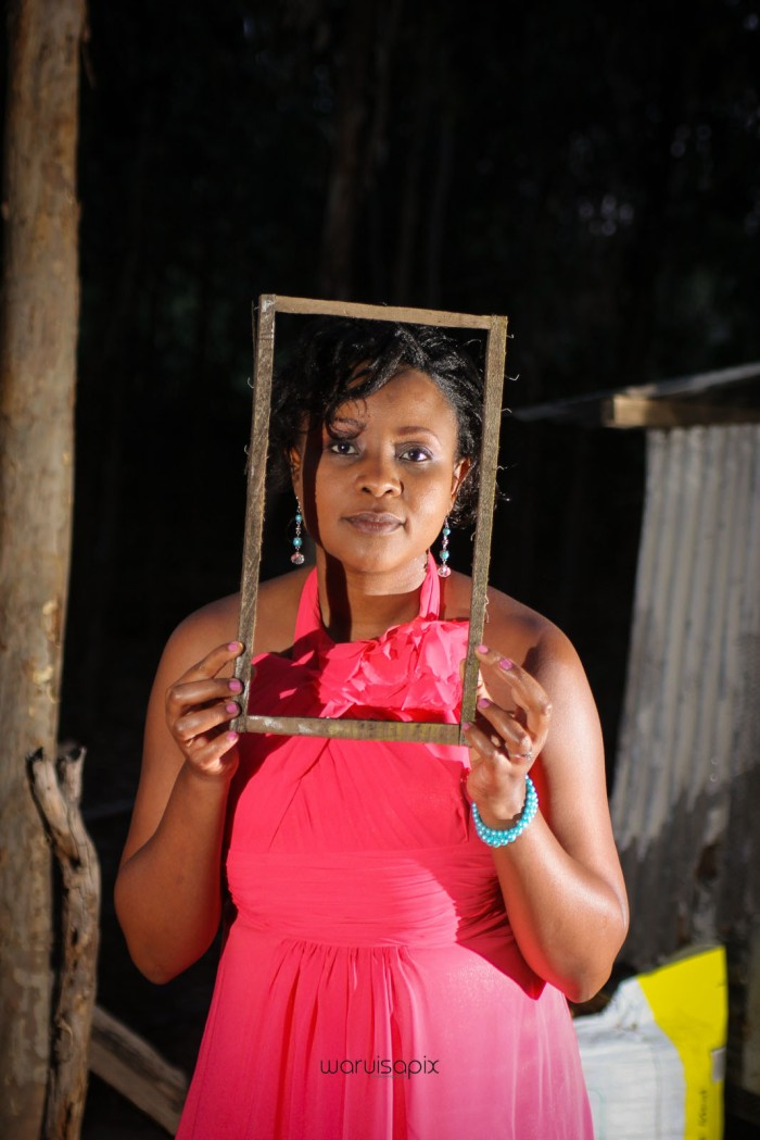 top kenyan wedding photographer waruisapix in karen at a curio shop-112