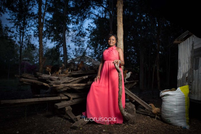 top kenyan wedding photographer waruisapix in karen at a curio shop-114