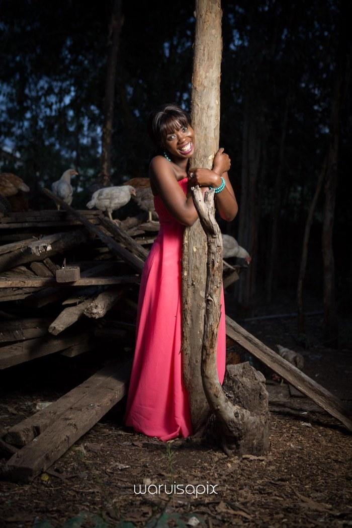 top kenyan wedding photographer waruisapix in karen at a curio shop-116