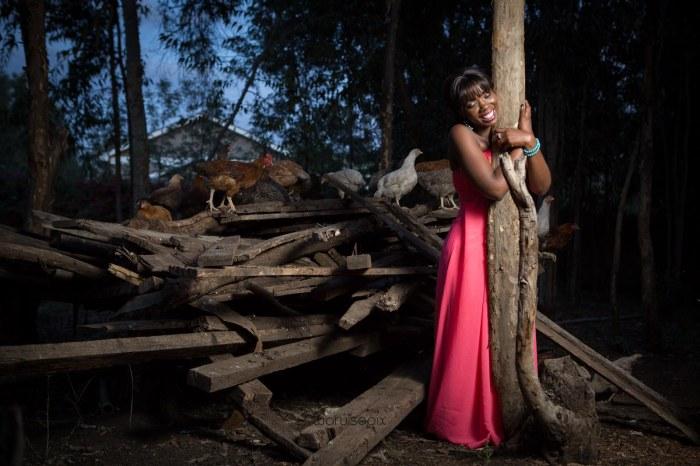 top kenyan wedding photographer waruisapix in karen at a curio shop-117