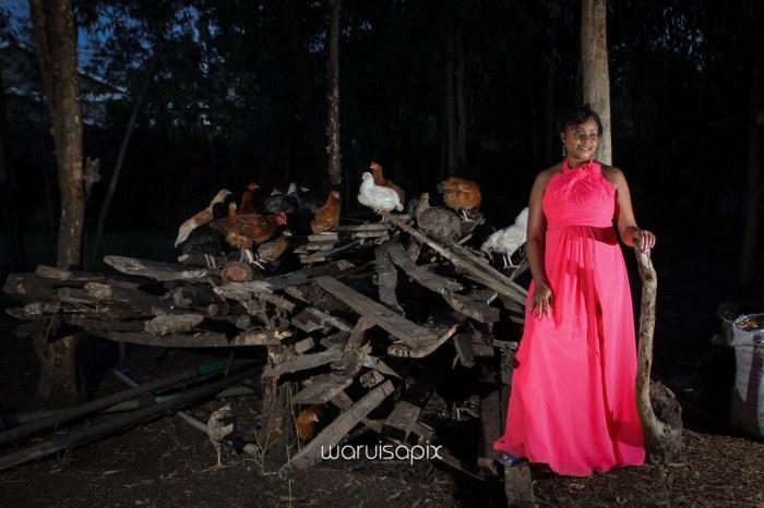 top kenyan wedding photographer waruisapix in karen at a curio shop-118