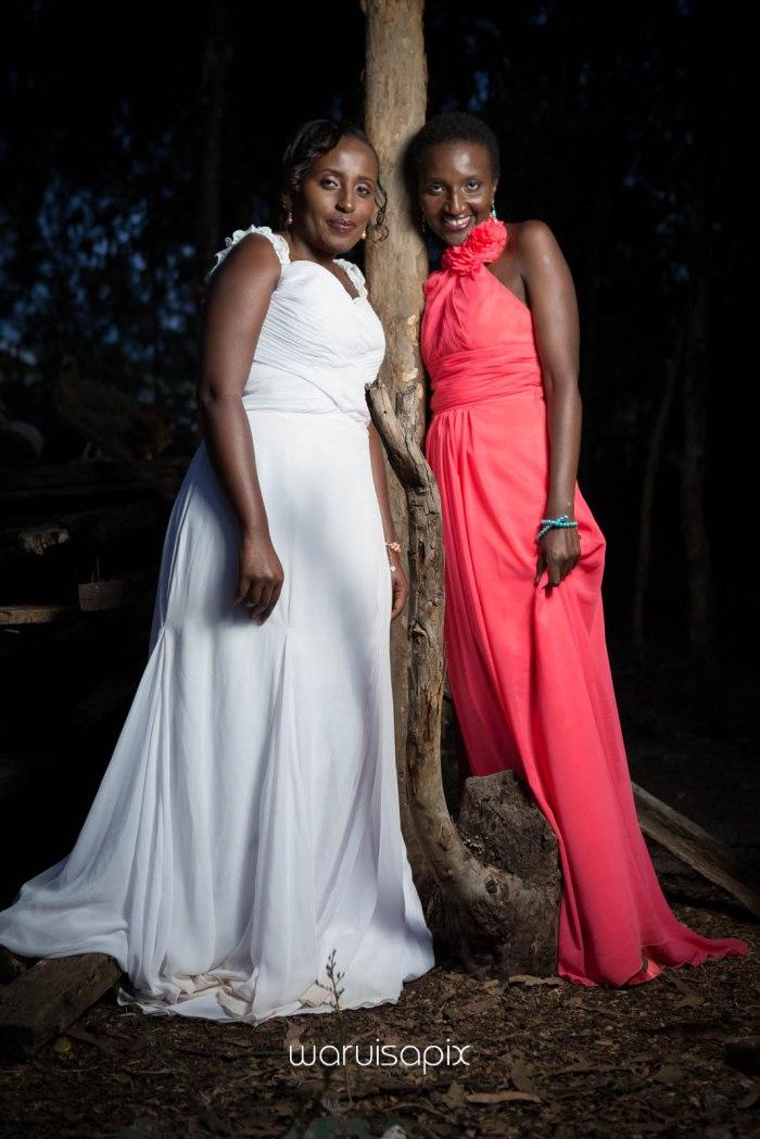 top kenyan wedding photographer waruisapix in karen at a curio shop-121