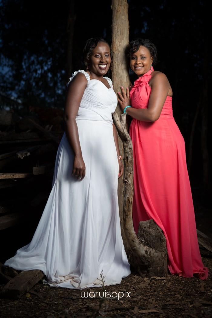 top kenyan wedding photographer waruisapix in karen at a curio shop-122