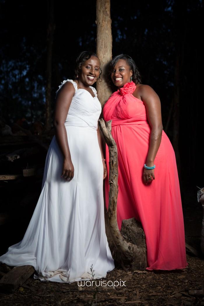 top kenyan wedding photographer waruisapix in karen at a curio shop-123