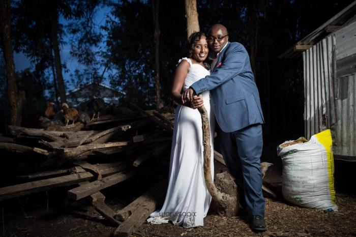 top kenyan wedding photographer waruisapix in karen at a curio shop-126