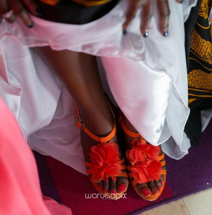 top kenyan wedding photographer waruisapix in karen at a curio shop-14