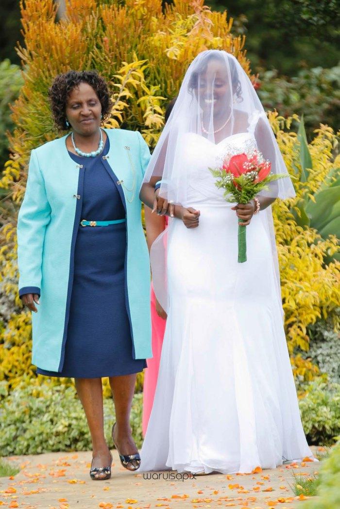 top kenyan wedding photographer waruisapix in karen at a curio shop-24