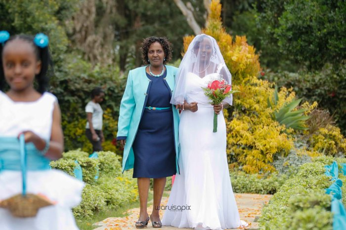 top kenyan wedding photographer waruisapix in karen at a curio shop-25