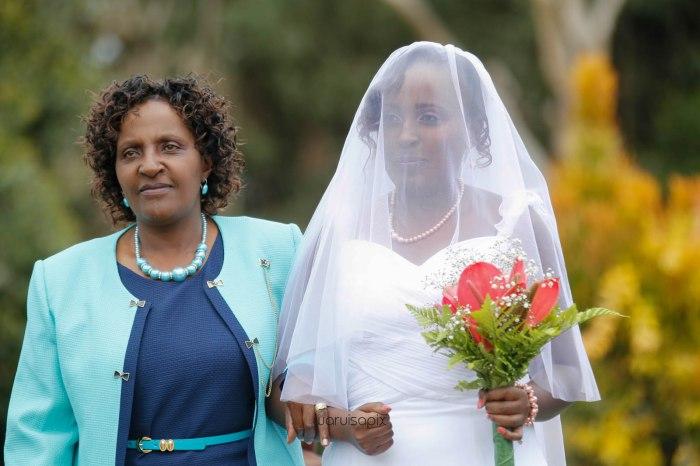 top kenyan wedding photographer waruisapix in karen at a curio shop-26