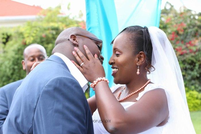 top kenyan wedding photographer waruisapix in karen at a curio shop-45