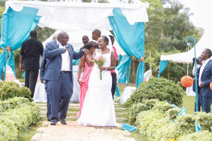 top kenyan wedding photographer waruisapix in karen at a curio shop-50