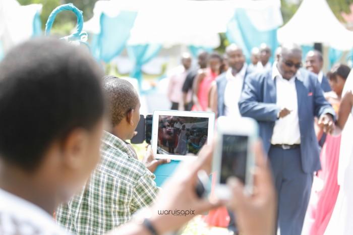 top kenyan wedding photographer waruisapix in karen at a curio shop-51