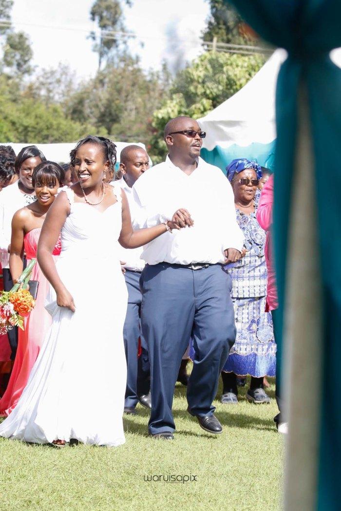 top kenyan wedding photographer waruisapix in karen at a curio shop-53