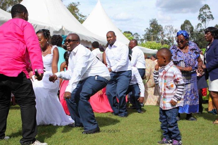 top kenyan wedding photographer waruisapix in karen at a curio shop-54
