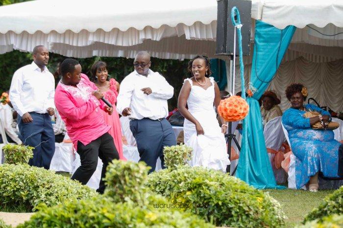 top kenyan wedding photographer waruisapix in karen at a curio shop-55