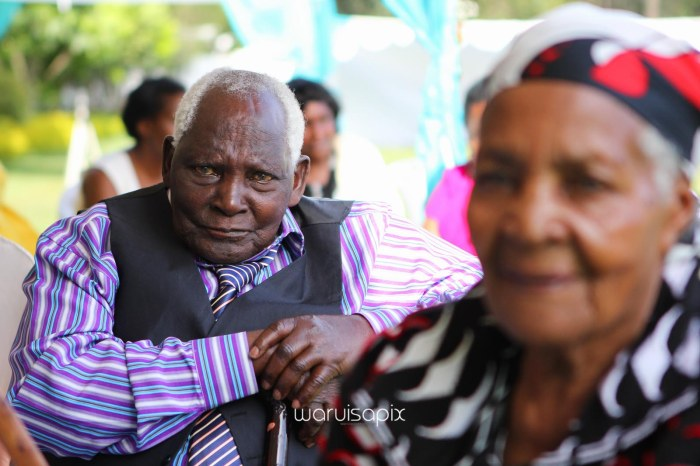 top kenyan wedding photographer waruisapix in karen at a curio shop-60