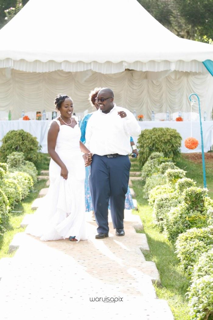 top kenyan wedding photographer waruisapix in karen at a curio shop-61