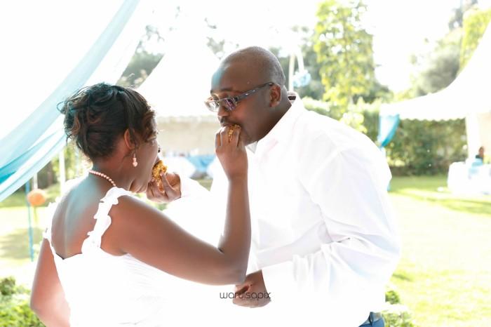 top kenyan wedding photographer waruisapix in karen at a curio shop-64