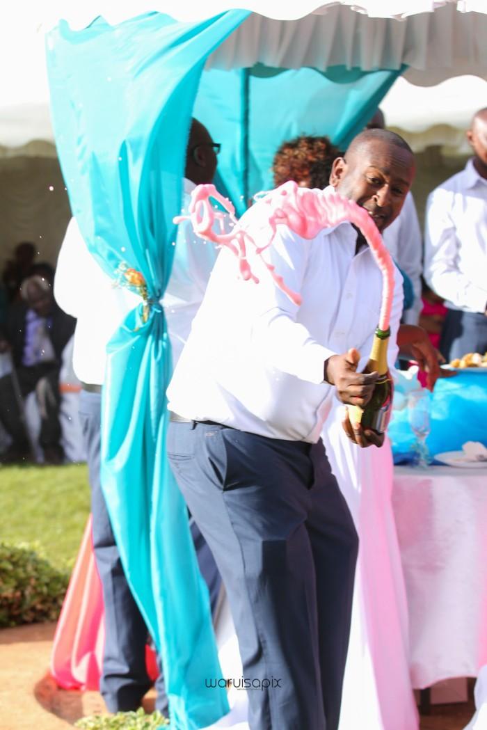 top kenyan wedding photographer waruisapix in karen at a curio shop-65