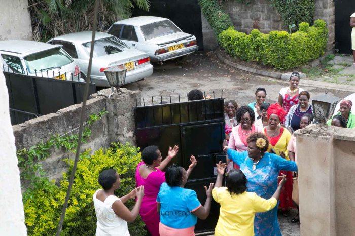 top kenyan wedding photographer waruisapix in karen at a curio shop-7