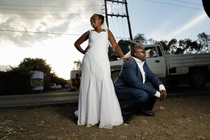 top kenyan wedding photographer waruisapix in karen at a curio shop-77