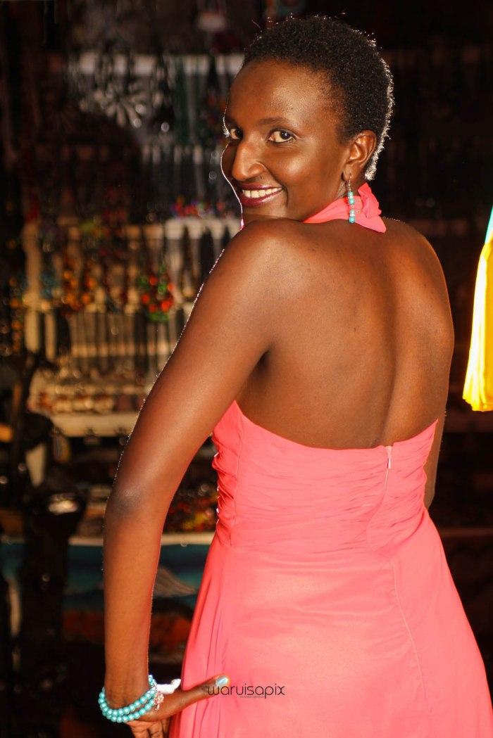 top kenyan wedding photographer waruisapix in karen at a curio shop-82