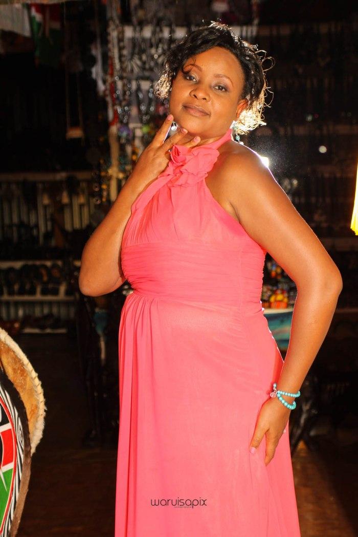 top kenyan wedding photographer waruisapix in karen at a curio shop-84
