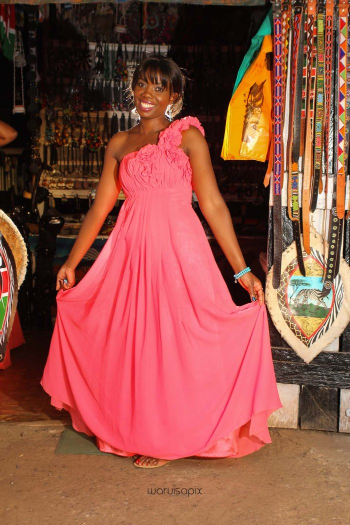 top kenyan wedding photographer waruisapix in karen at a curio shop-88