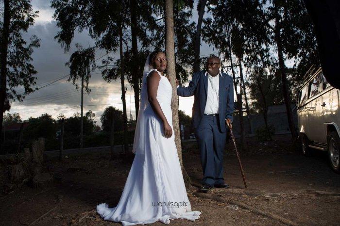 top kenyan wedding photographer waruisapix in karen at a curio shop-90